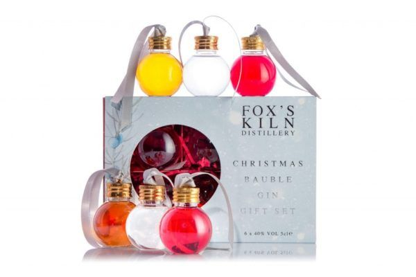 6 x 5 cl Christmas Bauble Gin Set with packaging on white background